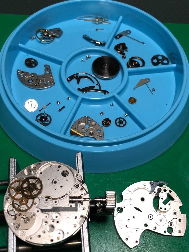 Orologio smontato - pezzi e meccanismo